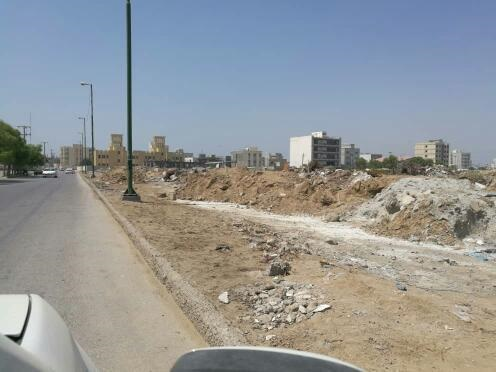 با پیگیری های صبح ساحل در خصوص جمع آوری زباله ها؛ شهرداری شهرداری منطقه ۳ بندرعباس اقدام به جمع آوری نخاله های محله سورو کرد