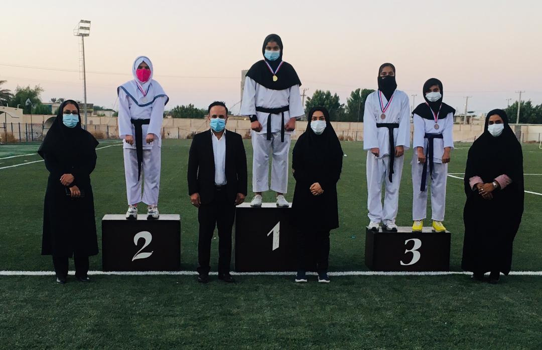 مسابقات قهرمانی کاتا بانوان در بندرلنگه