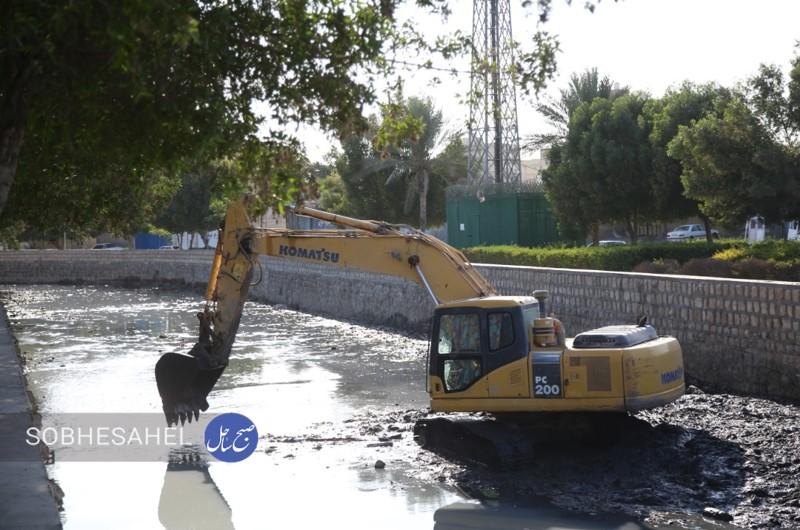 شهرداری پاکسازی دو خور اصلی بندرعباس آغاز شد