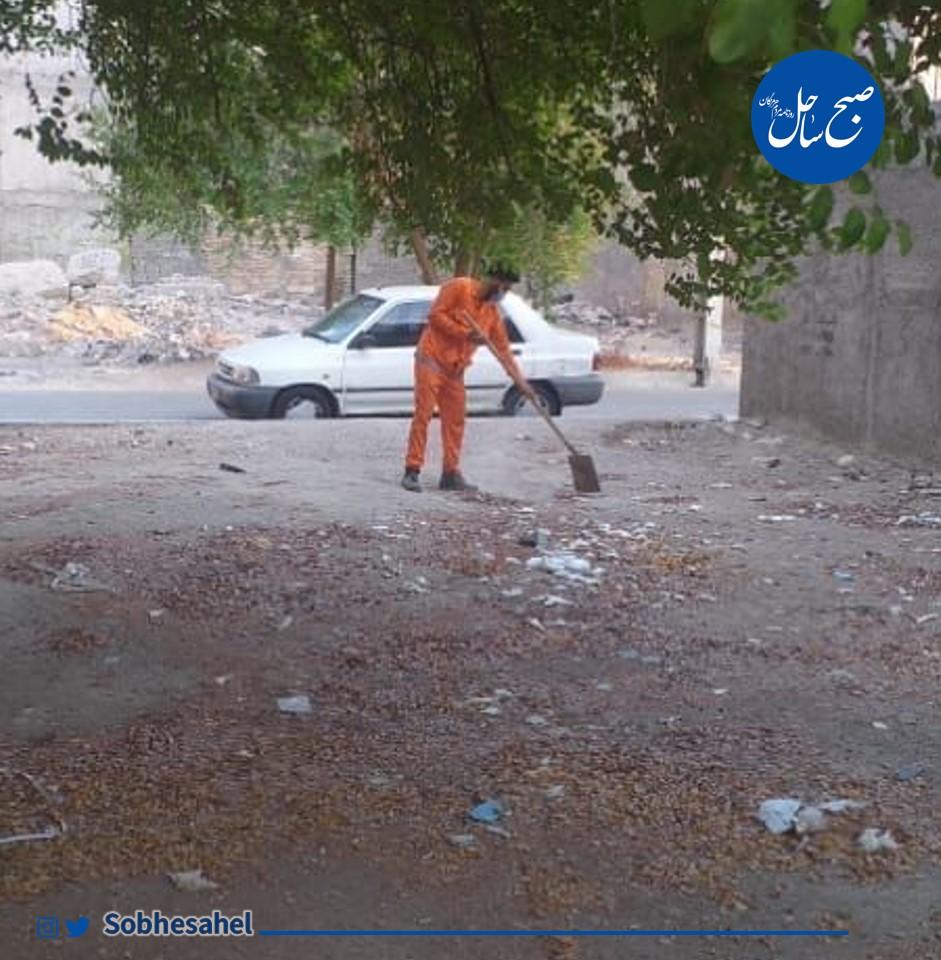 زباله و نخالههای ساختمانی در خیابان کوشا بندرعباس، جمعآوری شد