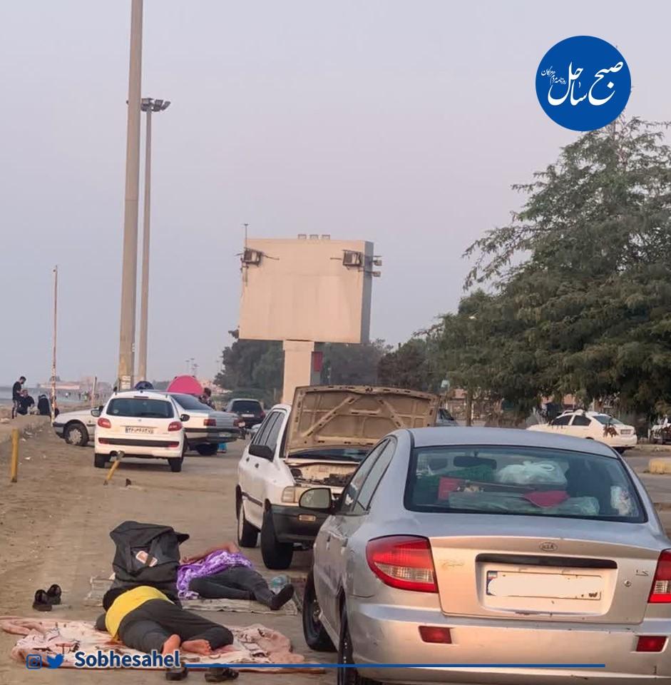 گلایه شهروندان بندرعباس از حضور مسافران و خودروهایشان در پیادهروها